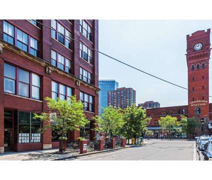 Selling, buying or renting a loft in Chicago? I can help in Chicago IL is a Condo