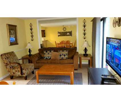 2 bed/ 2 bath resort townhouse 3 miles to disney is a Vacation Rental in Kissimmee FL