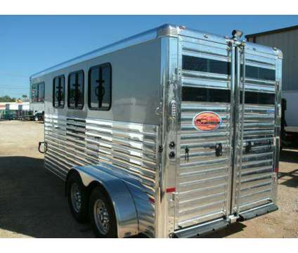 New Sundwoner 3 Horse Trailer - Ss Gooseneck is a in La Feria TX