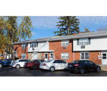 1 Bed - Summit Terrace at 473 South Summit St in Bowling Green OH is a Apartment