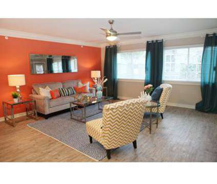 2 Beds - The Sapphire Resort at 2002 San Sebastian in Houston TX is a Apartment