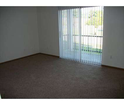 2 Beds - Parkside Apartments at 1408 Brookview Dr in Toledo OH is a Apartment