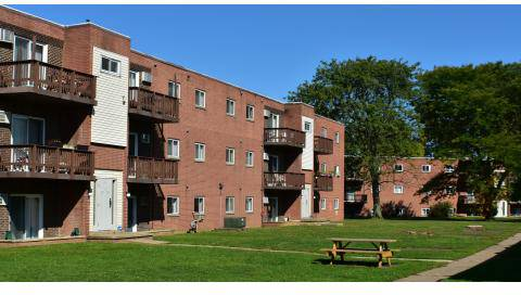 2 Beds - Queensdale Apartments