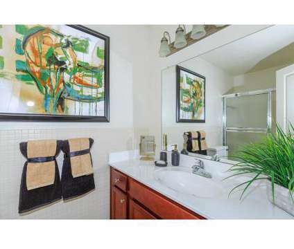 2 Beds - Somerset Park Apartments at 1911 Golfview Drive in Troy MI is a Apartment