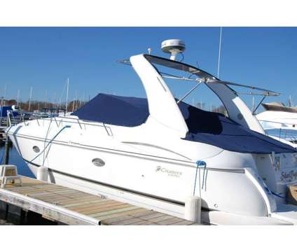 2001 Cruisers Express 3672 is a 2001 Boat in Warwick RI