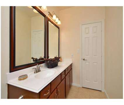 1 Bed - Midtown Arbor Place at 10 Oak Ct in Houston TX is a Apartment