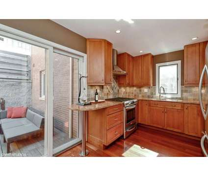 Lakeview 2 bed, 2 1/2 bath Sweeterville North at 1238 W Fletcher Unit I, Chiago Il 60657 in Chicago IL is a Condo