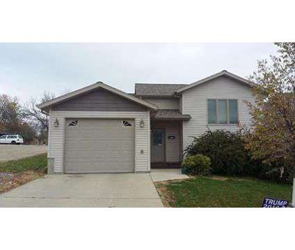 3 bedroom 2008 town house for sale in Dickinson in Dickinson ND is a Condo
