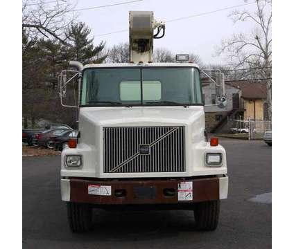 8606 - 1998 Volvo Wg64; National Crane 600c; 17 Ton Boom Truck is a 1998 Crane Truck in Hatfield PA