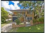 Lovely Queenslander Close to Everything!