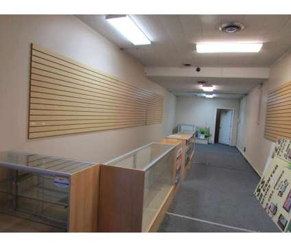 Retail / Office Space Available in Chicago IL is a Office Space