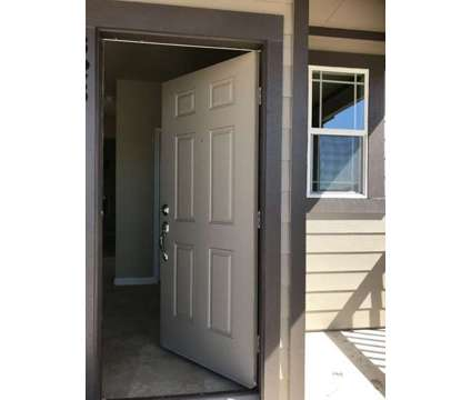 Comfortable room with private bathroom in a new home 4/3.5 NE Austin in Austin TX is a Roommate