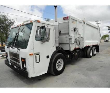 2007 Mack LE613 Heil 33 Yards Side Loader Refuse Garbage Truck is a 2007 Refuse Truck in Miami FL
