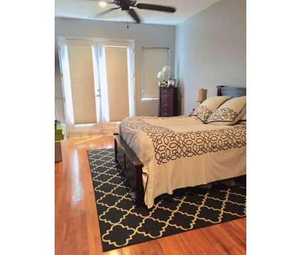2 bedroom 2.5 bathroom townhouse for rent or sublease in Montrose at 1108 Columbus St in Houston TX is a Condo