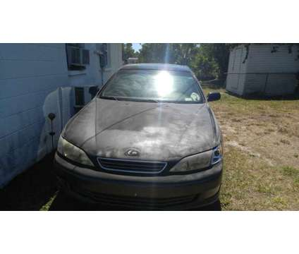 Es300 lexus year 2000 runs good a/c is a 2000 Car for Sale in Pinellas Park FL