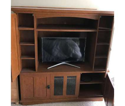 """Entertainment Center for up to 32"""" TV is a Cabinets, Armoires & Cupboards for Sale in Marina Del Rey CA"""