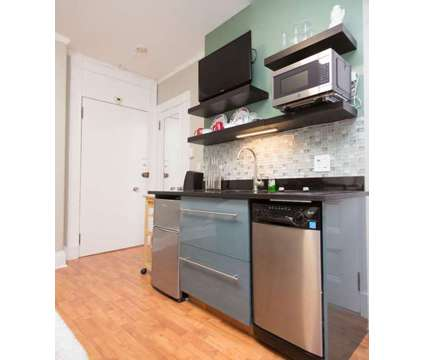 Beacon Hill Studio FSBO at 21 Beacon St #3k in Boston MA is a Condo