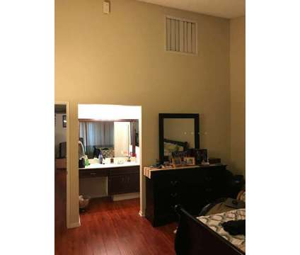 Town Home for Rent 2+2 Gated Community in Van Nuys CA is a Condo