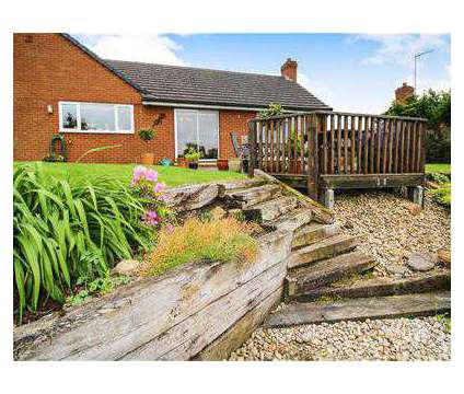 5 bed Bungalow - Detached in Northampton NTH is a House