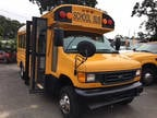2005 Yellow Ford RARE 4X4 E-450 PEOPLE MOVER YES ITS 4WD