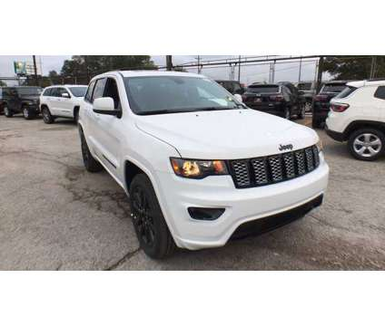 2019 Jeep Grand Cherokee Altitude is a White 2019 Jeep grand cherokee Altitude Car for Sale in Chicago IL