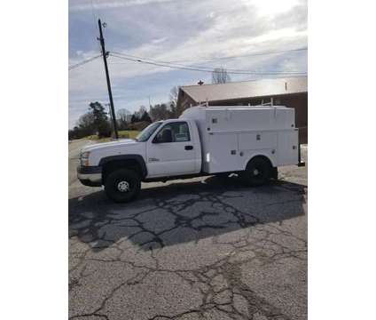 2007 Chevrolet Silverado 3500HD diesel with enclosed service bed is a 2007 Chevrolet Silverado 3500 H/D Service & Utility Truck in Lexington NC