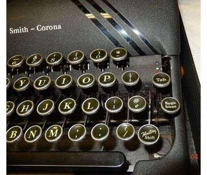 Typewriter Smith Corona Silent -Vintage 1940 - $225 (Tucson) is a Black Collectibles for Sale in Tucson AZ