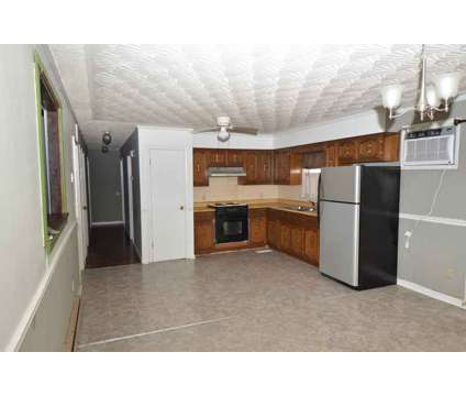 540 Lexington Dr Glasgow Three BR, Great starter home or any one at 540 Lexington Drive in Glasgow KY is a Single-Family Home