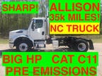 2006 White Freightliner DAYCAB JUST 35k MILES ONE OWNER NC TRUCK