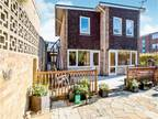 Four BR Detached House For Sale In Portsmouth, Hampshire