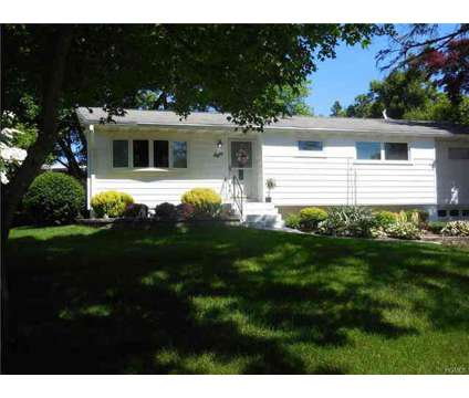 8 Cathy Drive NEWBURGH, FOR RENT IN TOWN OF : Sunny and cozy at 8 Cathy Dr in Newburgh NY is a Property