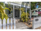 Key West 8.5 BA, Knowles House bed & breakfast has a central