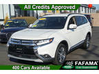 2016 Diamond White Pearl Mitsubishi Outlander