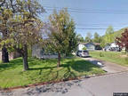 Single Family Home in Grants Pass from HUD Foreclosed