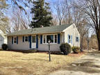 Springfield 3 BR 1 BA, Move in ready Ranch style home with