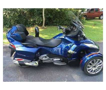 2017 Can Am Spyder RT SE6 Limited Blue Low Miles Trike is a Blue 2017 Can-Am Spyder Motorcycles Trike in East Lynn MA