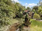 Four BR Detached House For Sale In Tunbridge Wells, Kent