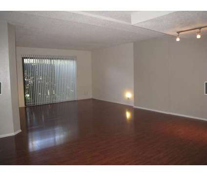 Extra Large 3bd-2ba approx. 1510 SQFT in Los Angeles CA is a Apartment