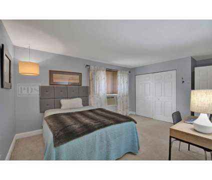 SOLD! - 530 Chase Dr. Unit 16 Clarendon Hills, IL - 2 Bed, 1.5 Bath Condo at 530 Chase Dr. Unit 16 Clarendon Hills, Il 60514 in Willow Springs IL is a Condo