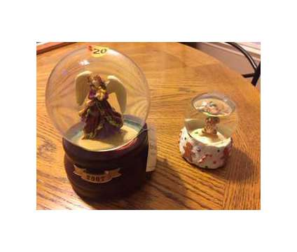 2007 Limited Edition Snow Globe Christmas Music Box & Mini Globe is a Collectibles for Sale in Wescosville PA