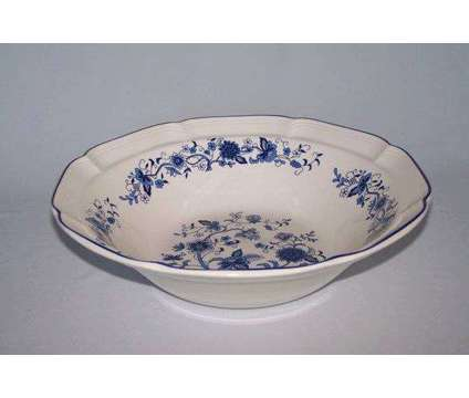 """Vintage F. W. Woolworth 11 1/2"""" bowl white with blue Danube Onion pattern is a Blue, White Antiques for Sale in Homestead FL"""
