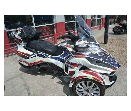 2015 Can Am Spyder RT SE6 is a 2015 Can-Am Spyder Motorcycles Trike in Grand Chute WI