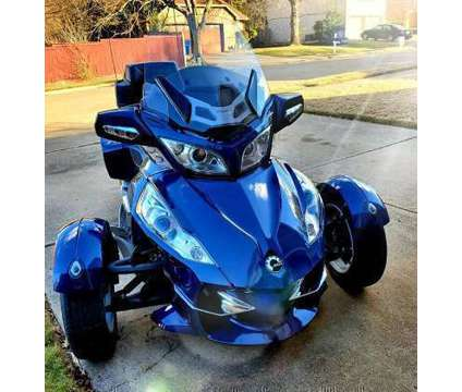 2011 Can-Am Spyder RT is a 2011 Can-Am Spyder Motorcycles Trike in Augusta ME