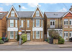 4 bed Semi-Detached House in Kingston Upon Thames for rent