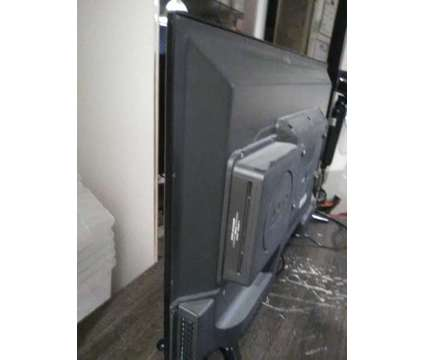 """RCA 32"""" LED with built in dvd is a RCA Televisions for Sale in Cantley QC"""