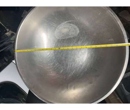 Commercial Mixing Bowl is a Used Kitchen & Cookings for Sale in Katy TX