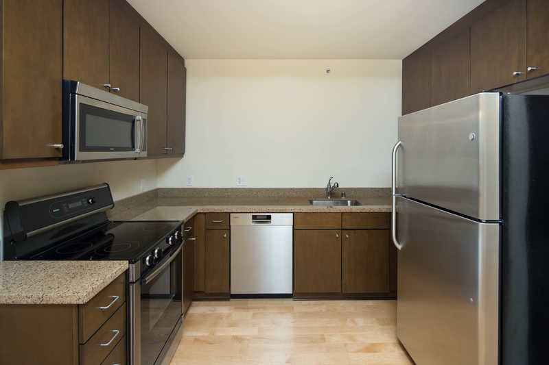 ID#1608: SOMA Updated 1BR/2BA