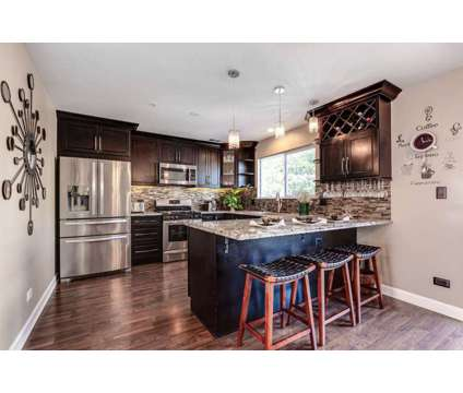 Gorgeous * Stunning 3 Story Townhouse in Popular Diamond Point in Mundelein IL is a Condo