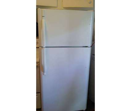 Frigo Kenmore 30 po x 62 po is a Refrigerators & Freezers for Sale in Montreal QC