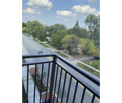 1 Bed 1 Bath apartment at 10 N Main St in Mount Prospect IL is a Apartment